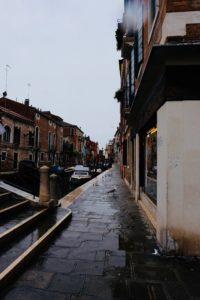 DSCF2760 200x300 - I Venezia mødte vi Bruno der er pensioneret advokat, forfatter, tidliger sejlsportsmand, journalist og sanger ...