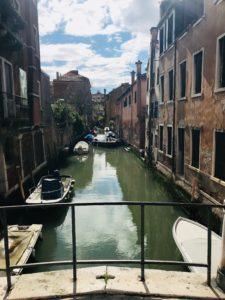 IMG 5995 225x300 - I Venezia mødte vi Bruno der er pensioneret advokat, forfatter, tidliger sejlsportsmand, journalist og sanger ...