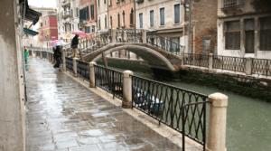 Skærmbillede 2019 06 21 kl. 13.05.47 300x167 - I Venezia mødte vi Bruno der er pensioneret advokat, forfatter, tidliger sejlsportsmand, journalist og sanger ...
